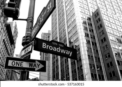 Broadway arrow one way black and white