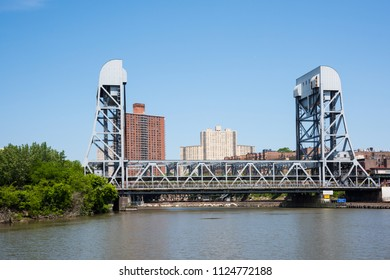 The Broadway Bridge is a Double-decked vertical lift bridge crosses the Harlem River Ship Canal.The bridge carries the IRT Broadway-Seventh Avenue Line (1 train ) above the Broadway as US9.