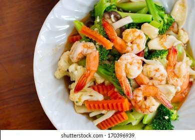 Broccoli stir-fried with cauliflower and shrimp
