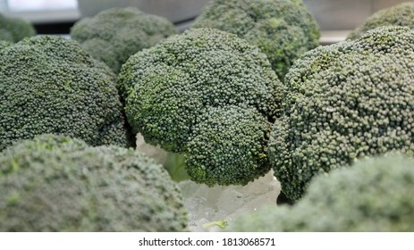 Broccoli is a vegetable that nourishes the eyes.