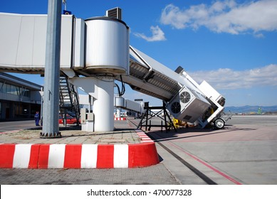 Broken aerobridge before flight
