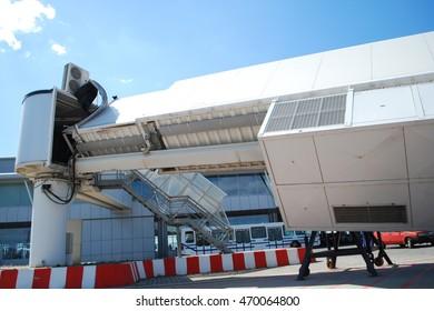 Broken airbridge before flight