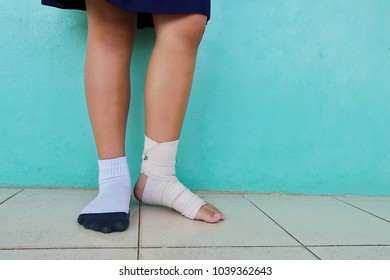 Broken angle school girl left leg, back to school