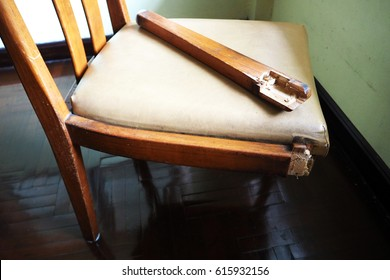 Broken chair leg, a symbol of lack of teamwork