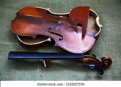 Broken old violin lying awaiting repair