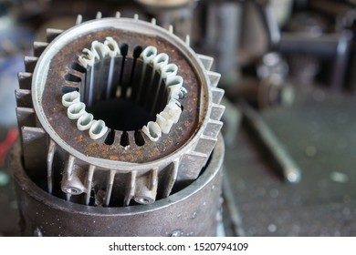 The broken stator is restored. The stator is an electric motor, available in many devices of different sizes. Uses electromagnetic principles to induce rotation.