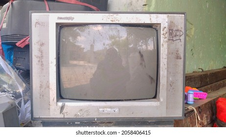 Broken television unused by the owner