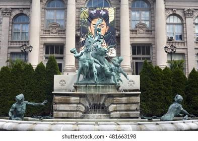 BRONX, NEW YORK - AUGUST 19: Lillian Goldman fountain of life in front of LuEsther T. Mertz library at the botanical garden.  Taken August 19, 2015 in  New York.