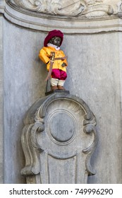 Bronze fountain sculpture of the Manneken Pis in Brussels, Belgium