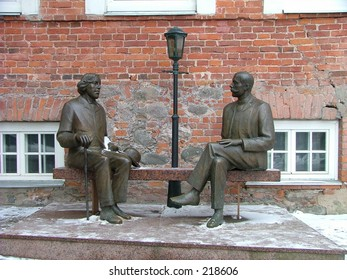 bronze sculptures of two writers Oscar Wilde and Eduard Wilde. Location - Tartu, city in Estonia