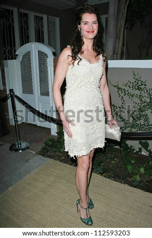71f29d809fb4dc Brooke Shields at the Oscar De La Renta Boutique Opening Benefiting EIF  Women's Cancer Research Fund