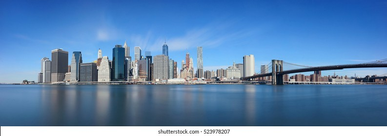 Brooklyn Bridge and downtown Manhattan skyline in New York City