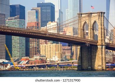 Brooklyn bridge and Manhattan skyline in New York