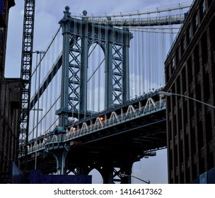 the Brooklyn Bridge in New York seen from another perspective