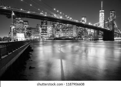Brooklyn bridge in New York skyline