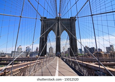 Brooklyn bridge walkway - New York City, USA