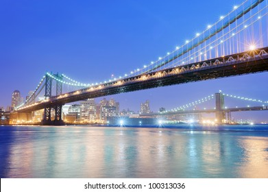 Brooklyn and Manhattan bridge in New York at night