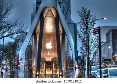 Brooklyn, NY, USA, April 20, 2019: Apple store entrance in Brooklyn, NY, USA. April 20, 2019 in Brooklyn, NY. USA