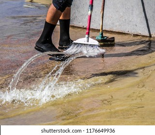 Broom water cleaning