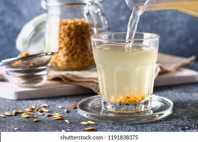 Broth, infusion of oat grains. Oat kvass, jelly is a healthy drink.