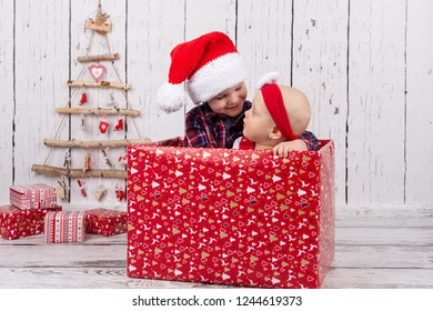 brother and sister are hugging in th giftbox