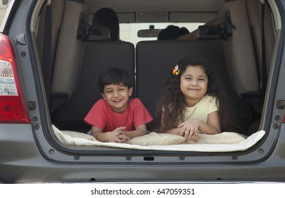 brother-sister-in-car