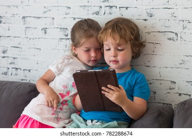 brother and sister play together in games on the tablet