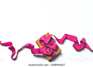 Brown paper box Tied with pink ribbon Gift box on a white background
