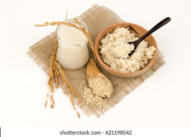 Brown rice and boiled brown rice; Food is beneficial to the body and help to slow down aging, reduce wrinkles and nourish youthful skin. The benefits of long-lasting hair growth.