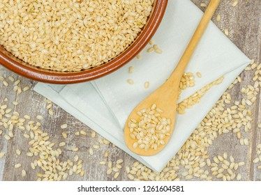 Brown rice contains more protein than white rice.Brown rice is slightly higher in fat, but its fiber content helps assimilate them better.