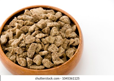 brown sugar lump in round wooden bowl