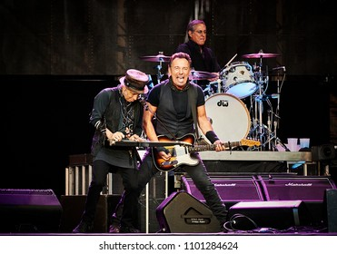 Bruce Springsteen performing at Wembley Stadium London 2016Wembley2016_06_05