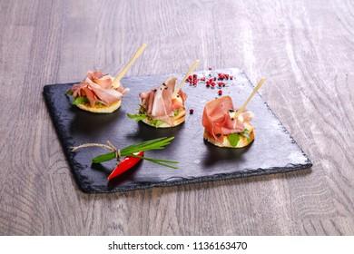 Bruschetta with hamon and sauce