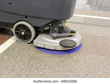 Brush in the battery scrubber-dryer in the metro Moscow