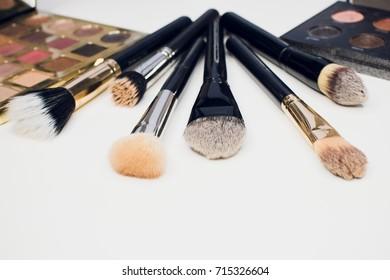 brush makeup cosmetic beauty paintbrush eyeshadow