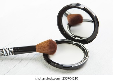 brush for makeup and powder