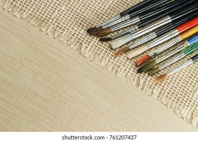 Brushes for drawing on a textured fabric