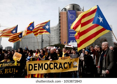 Brussels, Belgium. 25th March 2018. People hold banners and wave Catalans' flags as they take part in a protest march of Catalans supporters in front of the European Commission's headquarters.