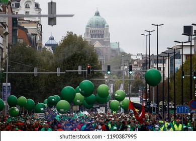 Brussels, Belgium. 28th Sep. 2018. Firefighters and workers from public sector march during a protest against planned pension reforms. Alexandros Michailidis/Alamy Live News