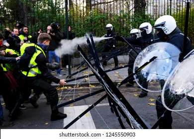 Brussels, Belgium. 30th November 2018. Police forces intervene in a protest against the rising of the fuel and oil prices by people wearing yellow vests. Alexandros Michailidis/Alamy Live News