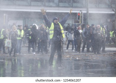 Brussels, Belgium. 8th Dec, 2018. Demonstrators clashed with Riot Police during a protest against the rising of the fuel and oil prices by people wearing yellow vests.