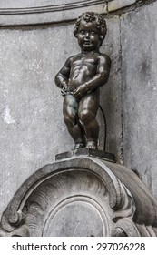 BRUSSELS, BELGIUM - JUNE 19, 2014: The Mannekin Pis (le Petit Julien, designed by Hieronymus Duquesnoy the Elder, 1618 or 1619), is a famous statue a naked little boy urinating into a fountain's basin