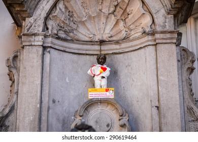 BRUSSELS, BELGIUM - JUNE 4, 2015: Manneken Pis, Little man Pee, a landmark small bronze sculpture in Brussels