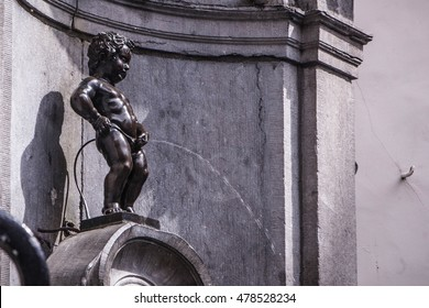 BRUSSELS, BELGIUM - MAY 19: Manneken Pis statue in Brussels. Statue of a pissing boy in a beautiful summer day in Brussels, Belgium on  May 19 2015