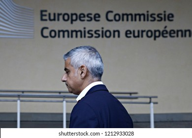 Brussels, Belgium. Oct. 26th, 2018. London Mayor Sadiq Khan talks to reporters after a meeting with European Union's chief Brexit negotiator Michel Barnier.