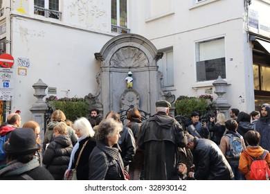 BRUSSELS, BELGIUM - OCTOBER 18: Manneken Pis statue in Brussels on October 18, 2015.. Statue of a pissing boy is one of the famous landmark in  Brussels, Belgium