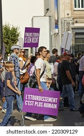 BRUSSELS, BELGIUM - SEPTEMBER 28, 2014: Thousand people marched in the streets to require all slaughter animals are unconscious before slaughter, without exception for religious slaughter in brussels
