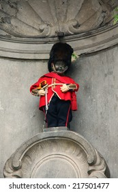 BRUSSELS, BELGIUM - SEPTEMBER 4: The famous Brussels' landmark Manneken Pis in Brussels on September 4, 2014. The statue is dressed in different costumes several times a week