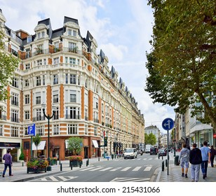 BRUSSELS, BELGIUM-AUGUST 29, 2014: Popular area in center of Brussels with many shops and restaurants