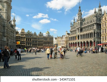 BRUSSELS, BELGIUM-MAY 5: Tourists crowded  Grand Place during annual Day of Iris - Fete de l'Iris on May 5, 2013 in Brussels